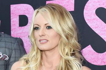 Usa: Ohio, Stormy Daniels arrestata