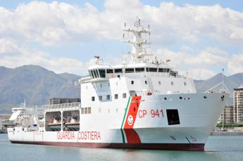 Italian coastguard ship to dock in Trapani with 67 rescued migrants