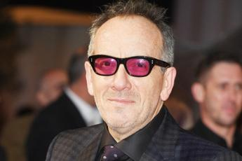 Elvis Costello cancro, cancellate sei date del tour europeo: ecco come sta