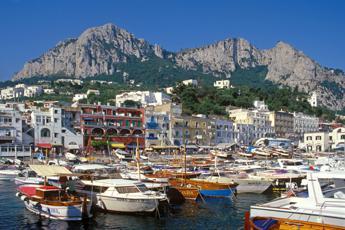 Covid, tre giovani romani positivi dopo gita a Capri