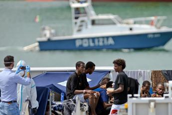 Four migrants held on suspicion of people trafficking