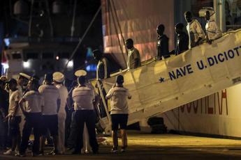 Diciotti, sbarcati tutti i migranti