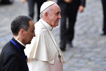 Scandalo abusi, il Papa in Irlanda: La Chiesa ha fallito