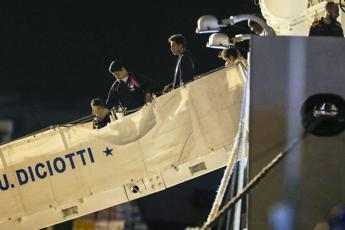 Sbarcati i minori dalla nave Diciotti