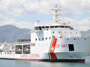 Migranti, nave Diciotti ancora in mare. Salvini:
