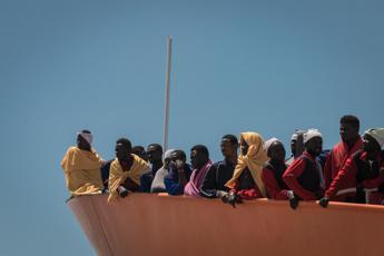 Galantino (Cei): No a interventi da ferro e fuoco sui migranti