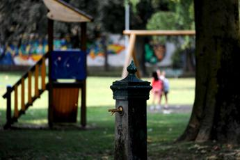 Polmonite a Brescia, contagi in aumento e allerta nelle scuole