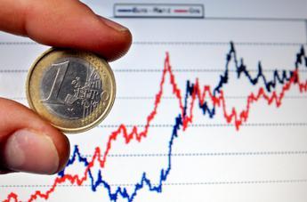 Borsa, il def spaventa i mercati: Milano affonda, spread oltre i 270