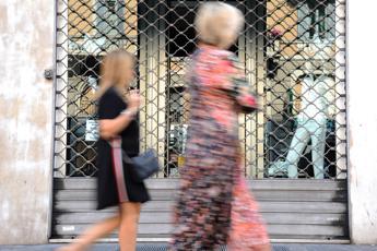 Di Maio: Turni per domeniche, 25% negozi aperto