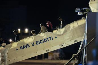 Dileguati 50 migranti sbarcati da Diciotti