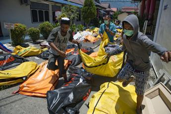 Disastro tsunami in Indonesia: oltre 800 morti