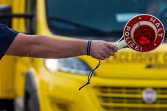 Con la Porsche in autostrada a 338 km/h