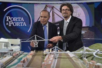 Toninelli e il plastico di Ponte Morandi: Foto innocua