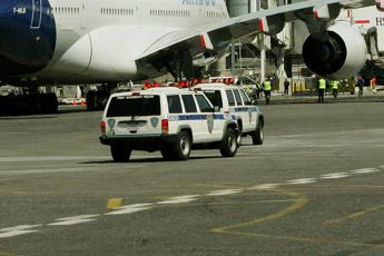Passeggeri in quarantena su volo Dubai-New York
