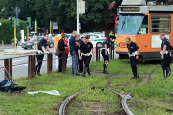 Travolto e ucciso da un tram a Milano