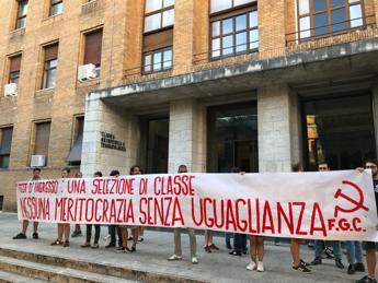 'Medici fantasma', protesta alla Sapienza contro numero chiuso