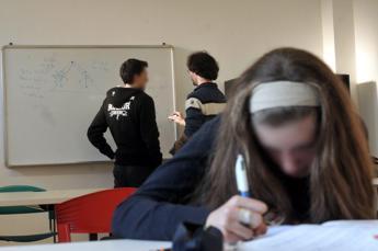 Scuola, sui banchi anche 269mila studenti disabili ma per molti niente sostegno