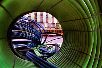 Brindisi corre sul web con la fibra ottica Open Fiber Tre