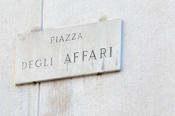Piazza Affari -2,2%, spread a 304 punti