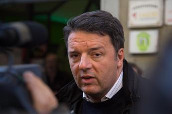 Renzi: Abolire la povertà? Di Maio da ricovero