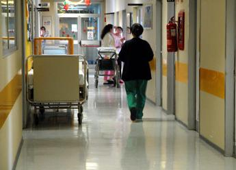 Va in clinica per ciste a rene, muore a 30 anni