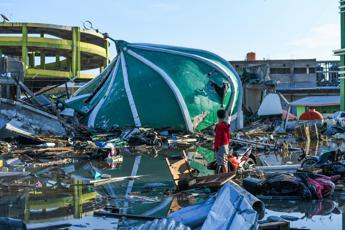 Italy airlifts aid to Indonesian quake disaster