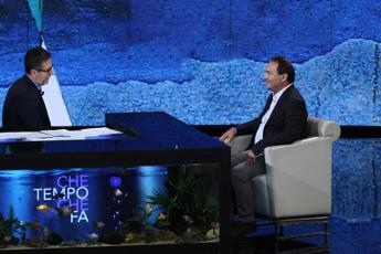 Mimmo Lucano da Fazio: 'Nessun migrante arrivato a Riace è fuorilegge, ripartiremo'