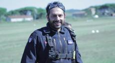 Tofalo, sottosegretario paracadutista