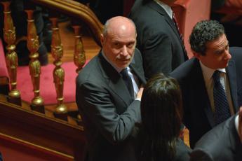 De Falco spopola: Il 'vai a casa' a Salvini? Un moto dell'animo