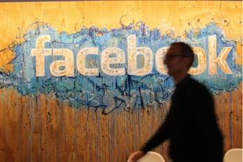 Usa al voto, Facebook blocca account sospetti