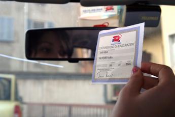 Legge di bilancio 2019: ritiro patente a chi non paga l'assicurazione auto