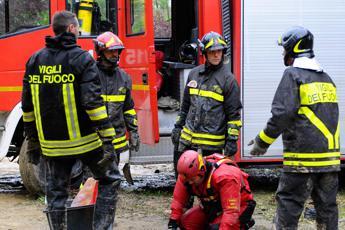 Siracusa, piccolo aereo precipita e prende fuoco: due morti