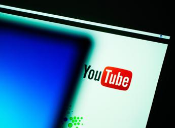 YouTube, in tre mesi rimossi quasi 8 milioni di video