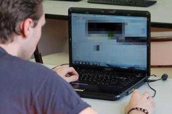 Privacy, Calabrò: Grandi aziende devono avvertire utenti su diritti