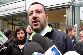 Salvini: Sei euro al giorno in Ghana meglio di 35 a Tiburtina