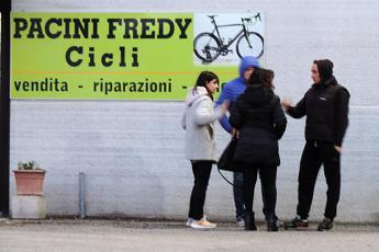 Io sto con Fredy, la solidarietà al gommista