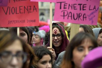 Violenza sulle donne, Mattarella: Fenomeno tragicamente alto