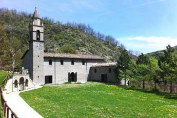 Crollo tetto Santuario Madonna Laga, parrocchiani contro vescovo e sindaco