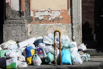 Emergenza rifiuti nel napoletano
