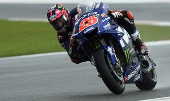 Vinales in pole a Valencia