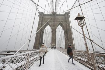 New York in tilt per neve