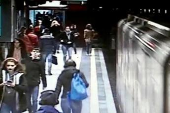 Brusche frenate in metro a Milano: feriti