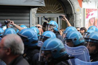 Salvini a Napoli, tensione tra polizia e centri sociali