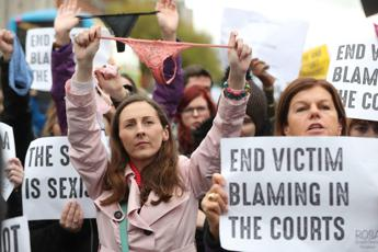 Irlanda: la vittima minorenne aveva il tanga, assolto lo stupratore
