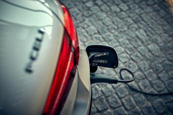 Mercedes, al via consegne del Suv a idrogeno