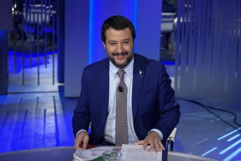 Manovra, Salvini all'Ue: Tiriamo dritto