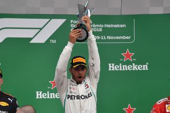Hamilton trionfa, alla Mercedes il Mondiale costruttori