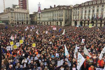Folla a Torino per dire sì alla Tav