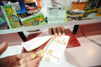 Superenalotto, nessun 6: jackpot sale a 72,1 mln