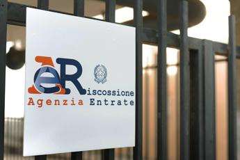 Corruzione, arrestato direttore Agenzia Entrate Salerno